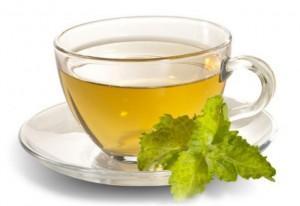 %D0%B7%D0%B5%D0%BB%D0%B5%D0%BD%D1%8B%D0%B9 %D1%87%D0%B0%D0%B9 300x206 Зеленый чай: как правильно выбрать