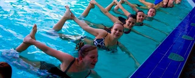 занимаясь плаванием можно похудеть