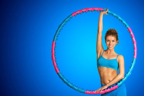 крутить обруч чтобы похудели живот и бока