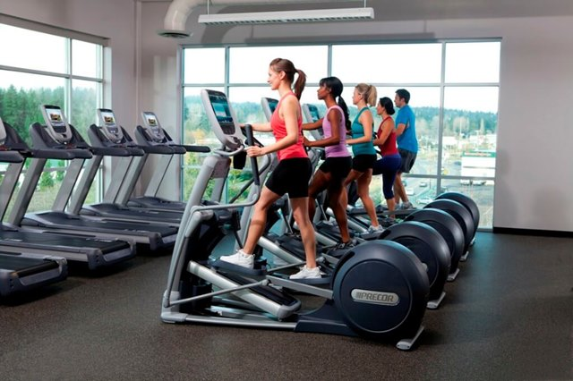 precor_in-club_row-of-efx-885-with-talent_2012