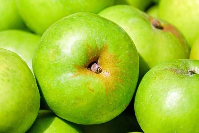 apple-1592588_640