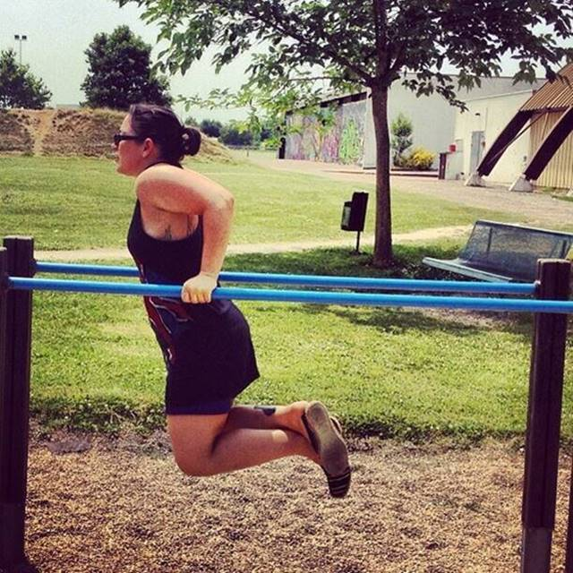 dips-calisthenics-progressive_calisthenics-bars-barbarian-barathlete-barstarzz-gym-gymnastics-girl-w