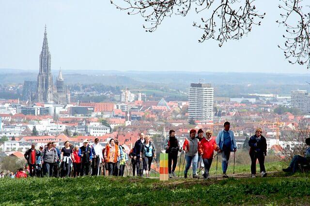 nordic-walking-565542_640