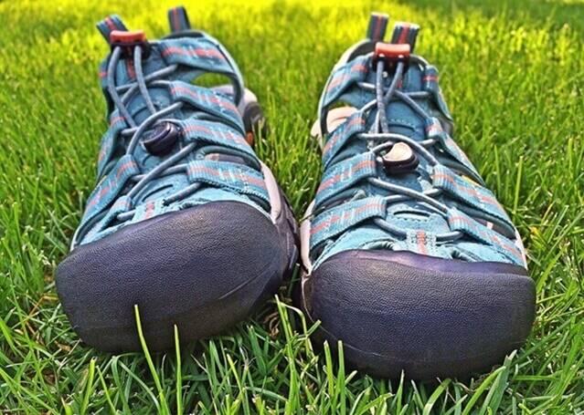 sandals-1407755_1280