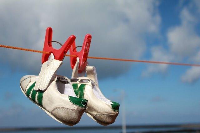 shoes-108549_1280