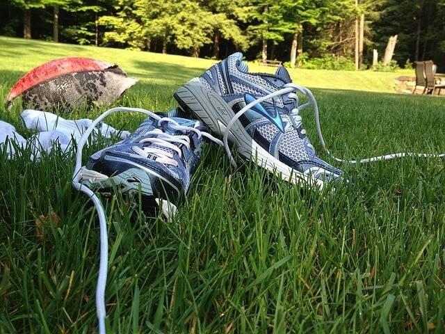 sneakers-1365662_640