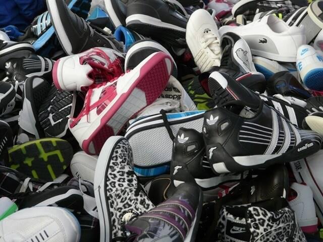 sneakers-73931_1280
