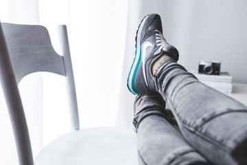 Завязка шнурков на кроссовках