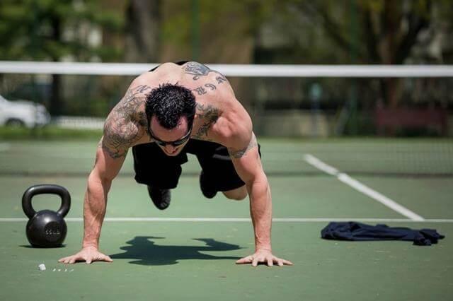 Тренировки с гантелями и штангой дома для похудения мужчин