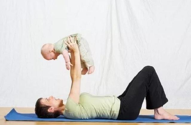 Упражнения для мам с малышом: фитнес для похудения