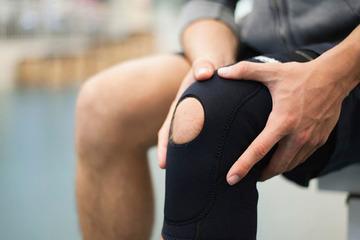 Боль в коленях при приседании и вставании в молодом возрасте