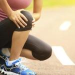 Хруст в коленях при приседании: причины и способы устранения