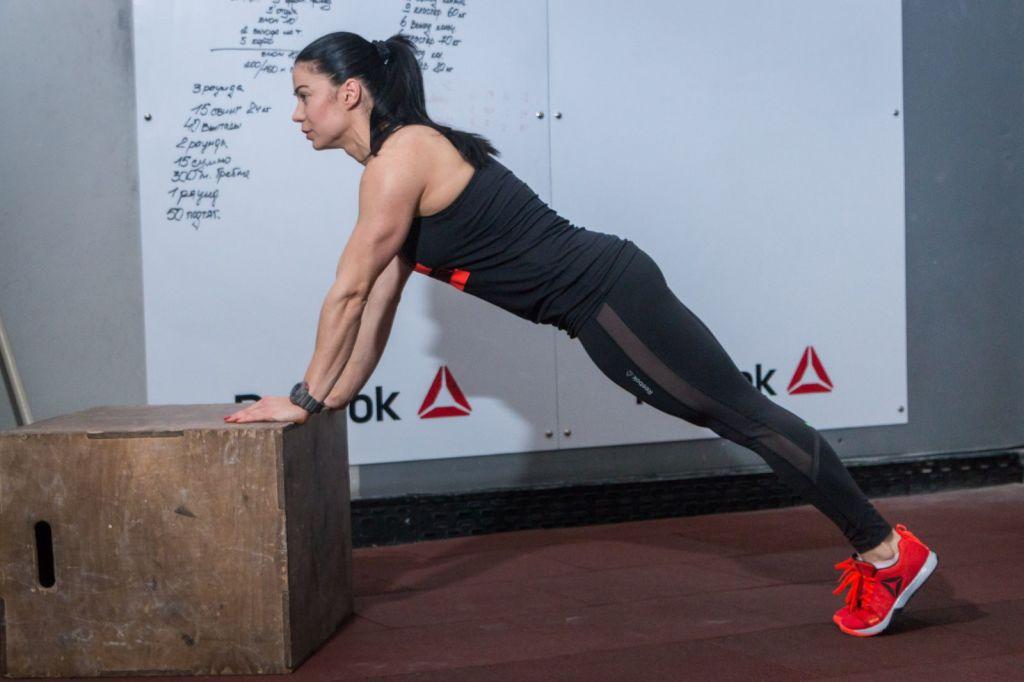 Упражнения с резиновым эспандером для женщин и для мужчин