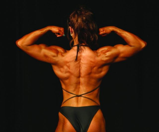back-muscle-bodybuilding-women