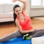 Фитнес-разминка для девушек перед тренировкой дома