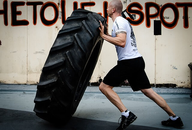 tyre-flipping-2141109_640