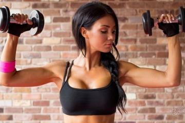 Упражнения для рук для женщин в домашних условиях