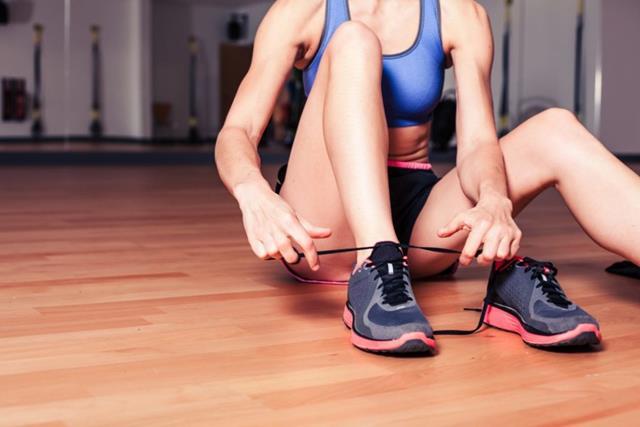 Боремся с ленью: как правильно начать заниматься спортом дома и не бросить
