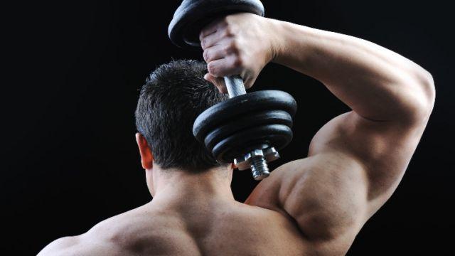 Укрепляем спину упражнениями с гантелями