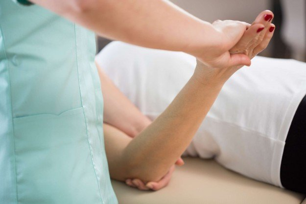 Массаж при переломе локтевого сустава артрит рук суставов