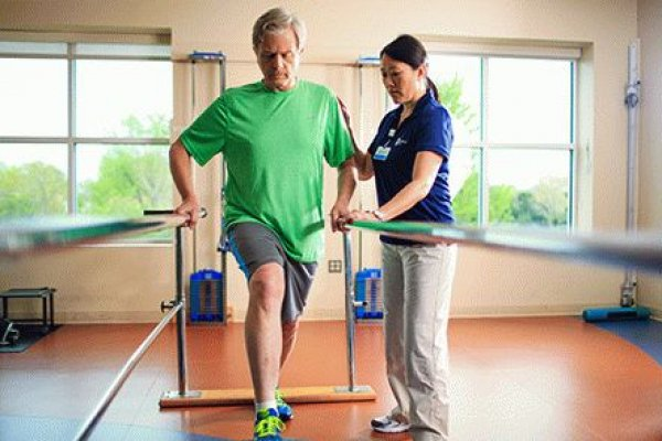 Лечебная восстановительная гимнастика для людей после перелома шейки бедра