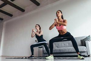 Эффектные ноги и упругие ягодицы: упражнения с резинками