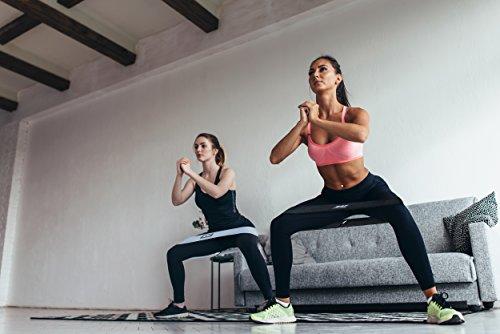 Мощная домашняя тренировка с резинками для упругих ягодиц — Спортивная девушка