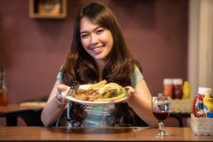 Повышенная калорийность блюд является фактором ожирения