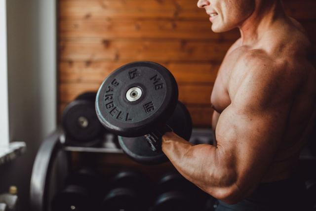 Упражнения для тренировки бицепса в домашних условиях
