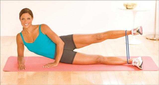 Подъемы ног в сторону с эластичной лентой