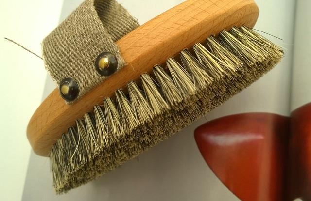 Массажная щетка из конского волоса