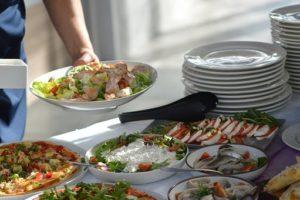 Нездоровое питание на работе формирует вредную пищевую привычку вне ее и приводит к ожирению и диабету