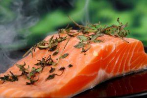 Замена в меню мяса на рыбу приносит существенную пользу организму