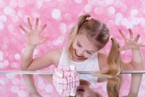 Ношение в детстве одежды с изображением фаст-фуда может сформировать нездоровое пищевое поведение