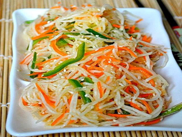 Постный салат из дайкона по- корейски