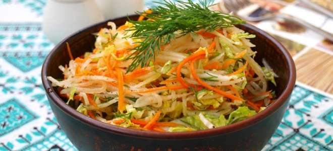 Салат с дайконом, морковью и яблоком