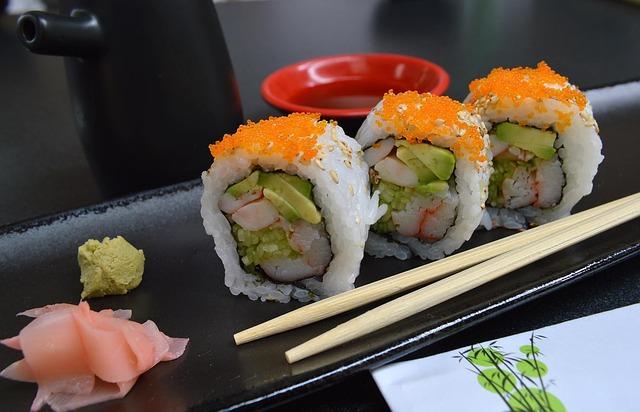 Суши с маринованым имбирем